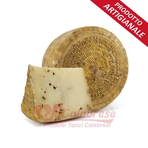 """Pecorino cheese Crotonese staggionato with black pepper """"Fattoria del Casaro"""" Gr approximately 400"""